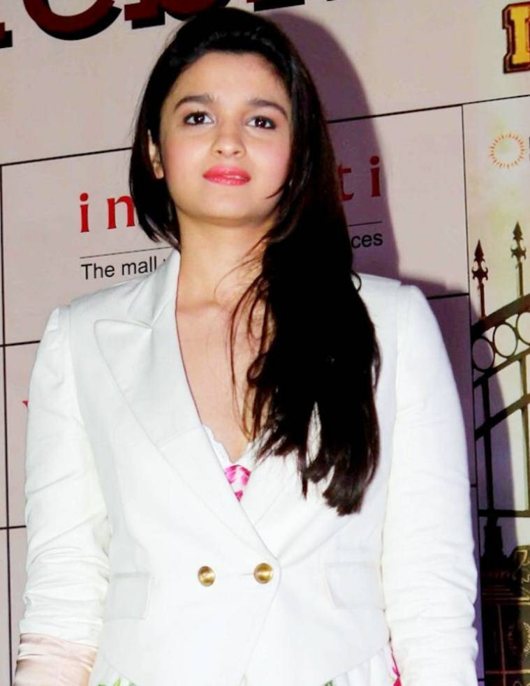 alia-bhatt-beautiful-bollywood-star-0-15
