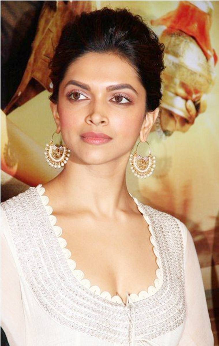 Bollywood actor Deepika Padukone at the first look launch of her upcoming film Chennai Express Hd Wallpapers