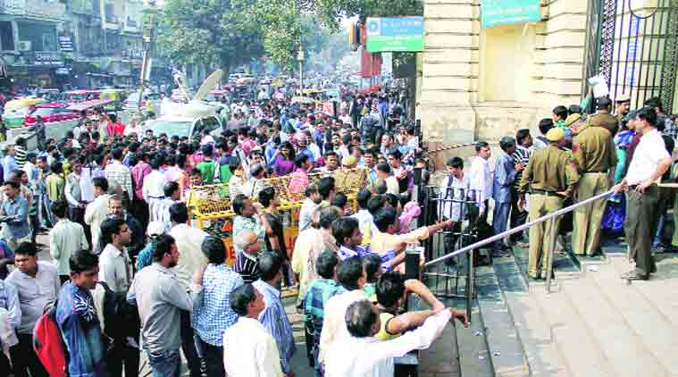 banks, atm, queues, 500 rupee notes, 1000 rupee notes, currency exchange, news, latest news, India news, national news