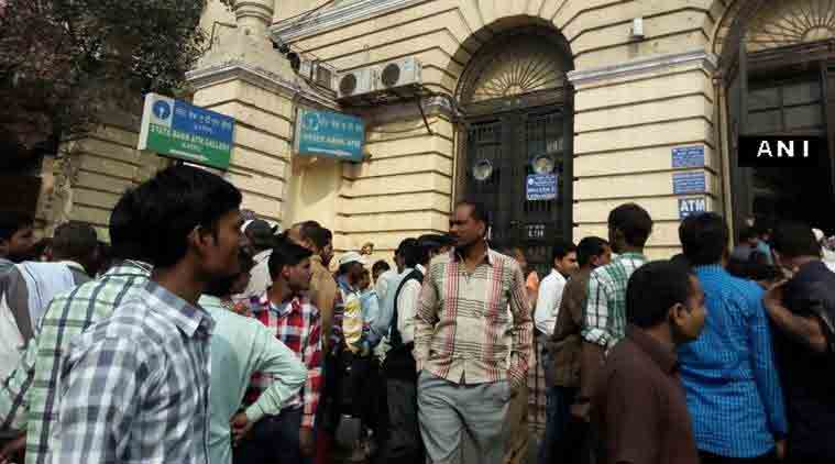 rs 500 ban, rs 1000 ban, demonitisation, fake currency, fake notes, banks open, long lines, money exchnage, old notes, old notes exchange, ahmedabad news, black money, indian express news, india news