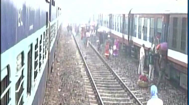 Bihar: CPI(ML) workers in Darbhanga stop train in protest against demonetisation. (Source: ANI photo)