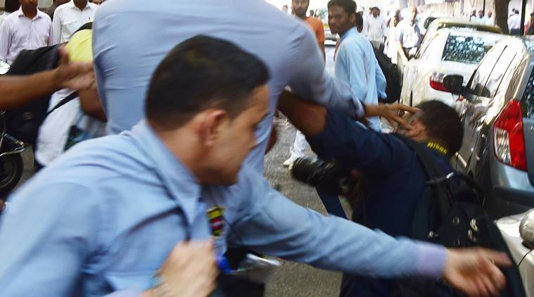 Atul Kamble, Photojournalist with MidDay daily getting beaten up by Bouncers in front of Bombay House on Friday, 4th November 2016. Express photo, Mumbai.