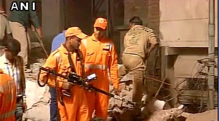 Delhi building collapse, Delhi news, Building collapse in Delhi, Azad market building collapse, India news, latest news,