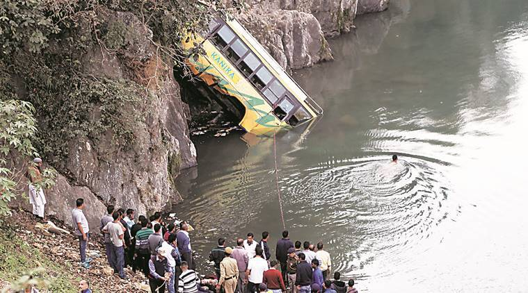 Himachal bus accident, Mandi bus accidetnt, Beas river bus accident, bus falls into Beas, Himachal news, India news, latest news, indian express