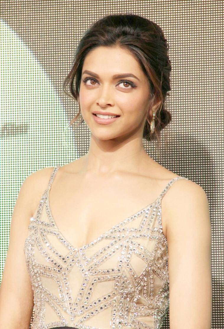 Actress Deepika Padukone at Chennai Express  HD Wallpapers 2017