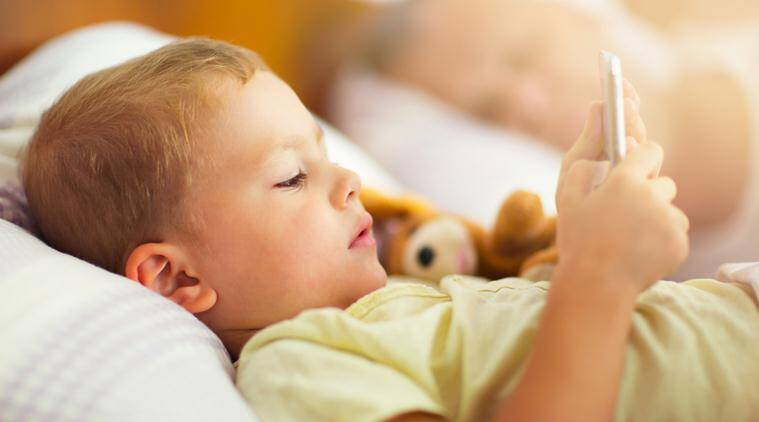 sleeping, sleeping habits, children sleeping habits, smartphone, children smartphone, children smartphone side effect, smart phone kids side effects, bed smartphone habit, smartphone health effects, lifestyle news, health news, latest news