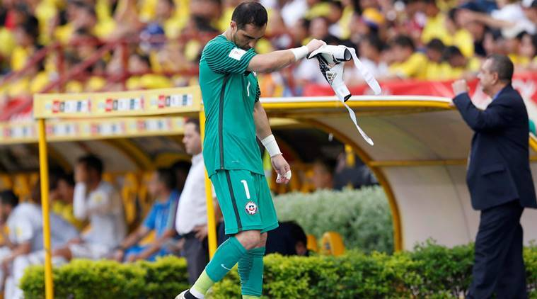 Claudio Bravo, Claudio Bravo injury, Claudio Bravo chile, Claudio Bravo chile goalkeeper, chile colombia draw, football, football news, Sports, sports news