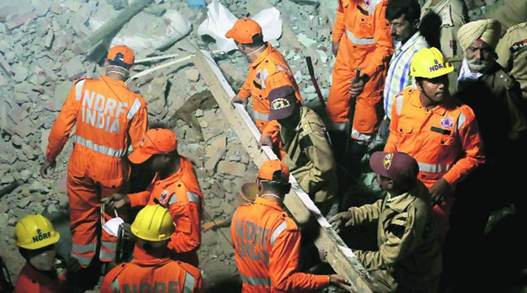 delhi building collapse, delhi, azad market building collapse, delhi azad market building collapse, delhi building collapses, india news, delhi news