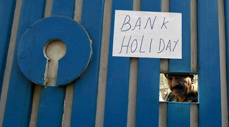 Srinagar: A notice is pasted on the main gate of State Bank of India after Central goverment order of demonetisation of 500 and 1,000 rupee Indian currency in Srinagar on Wednesday. PTI Photo by S Irfan(PTI11_9_2016_000300a)