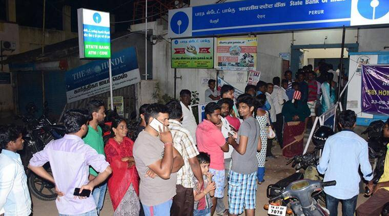 Demonetisation, Demonetisation effects, Demonetisation banks, Bank queues, ATM, ATm queues, senior citizens, demonetisation senior citizens, Mulund Demonetisation, Mumbai, India news, indian express news