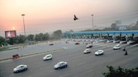 At Delhi-Noida Direct Flyway, 400 lives are thrown out of gear