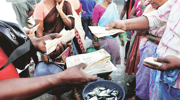Fish sellers at Sassoon Docks in Mumbai deal in old Rs 500 notes to keep their sales going. (Express Photo by Ganesh Shirsekar)