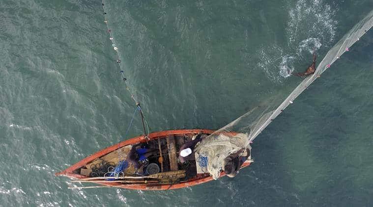Tamil Nadu fishermen, fisherman Tamil Nadu, Sri Lankan navy, navy Sri Lanka, navy snaps fishing net, Sri Lankan navy snaps Tamil Nadu fishermen nets, Tamil Nadu fishermen net snapped by navy, TN fishermen nets snapped by Sri Lankan navy, Rameswaram, Tamil Nadu, Sri Lanka, India news, Indian Express