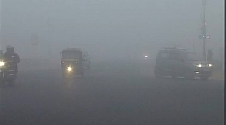 delhi fog, fog, smog, delhi smog, uttar pradesh fog, north india fog, fog pictures, pollution level, pollution delhi, pollution north india, visibility level delhi
