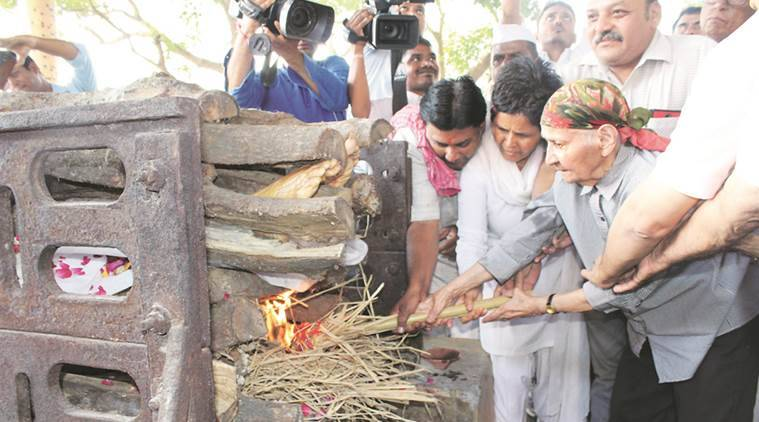 Mahatma Gandhi grandson death, Mahatma Gandhi grandson, Mahatma Gandhi grandson cremated, Vadodara news, Vadodara, Indian Express, India news