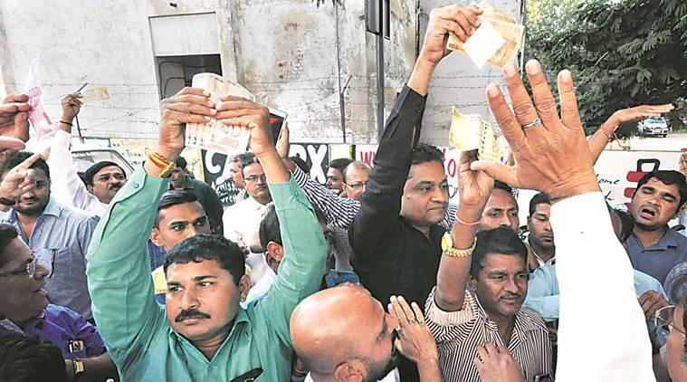 demonetisation, currency notes ban, new currency notes, banks, ATMs, bank queues, ATM queues, pay day rush, demonetisation gujarat, india news, latest news, indian express