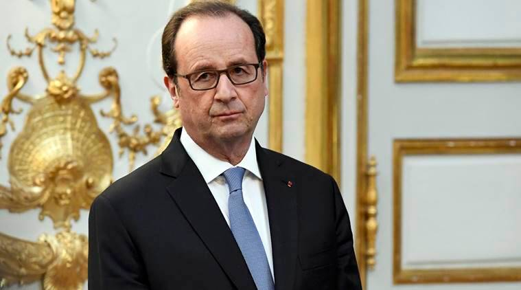 French President Francois Hollande looks on after awarding the Legion of Honour (Legion d'Honneur) to the U.N. secretary general at the Elysee Palace in Paris, France, November 17, 2016. REUTERS/Bertrand Guay/Pool