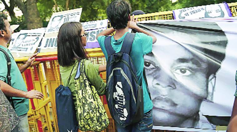 Najeeb Ahmed, jnu missing student, police raises reward, 5 lakh reward, 5 lakh reward najeeb ahmed, jnu, jnu protest, jnu students, jnu student protest, Najeeb Ahmed missing, india gate protest, india news