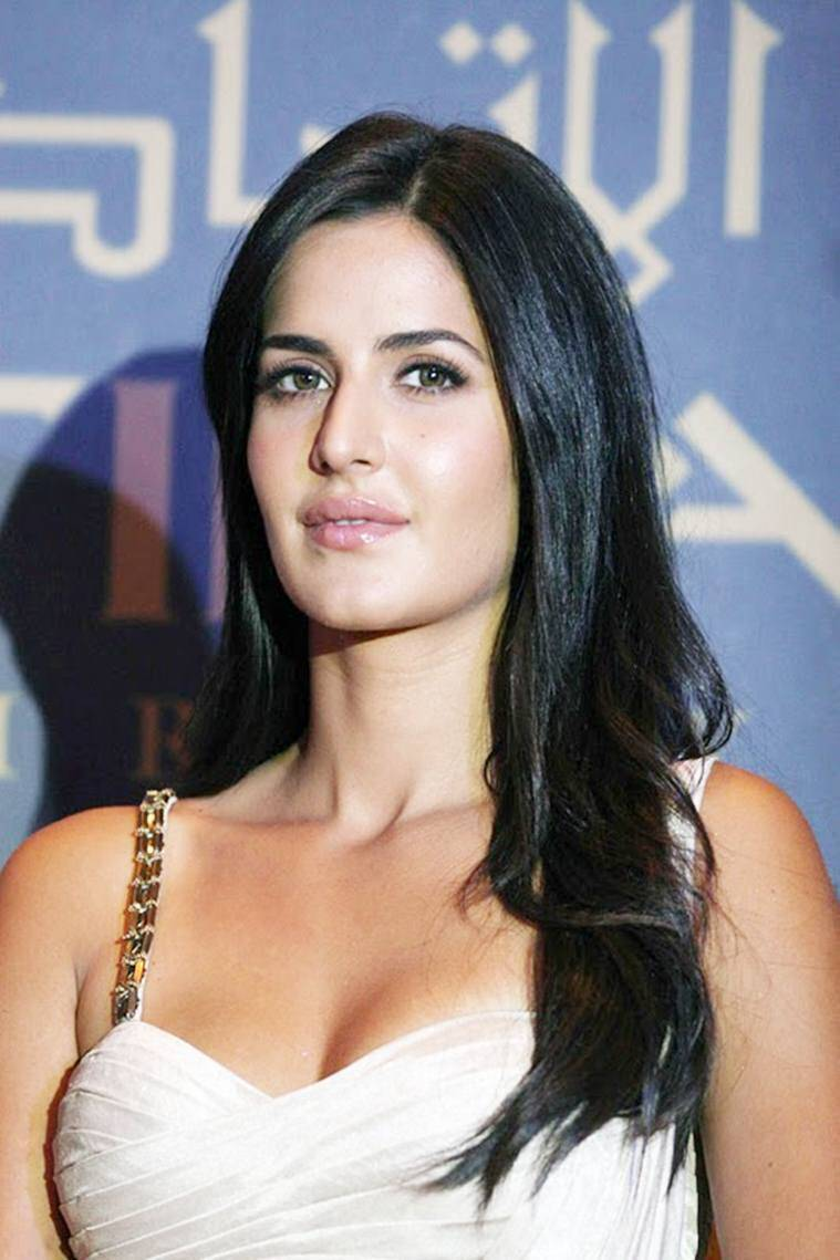 Katrina Kaif Hot In Green Gown At Lux Golden Rose Awards ...