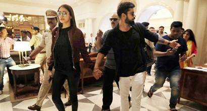 Rajkot: Indian cricket team Captain Virat Kohli and his Bollywood actress-girlfriend Anushka Sharma arrive at  a hotel in Rajkot on Saturday. PTI Photo(PTI11_5_2016_000159B)