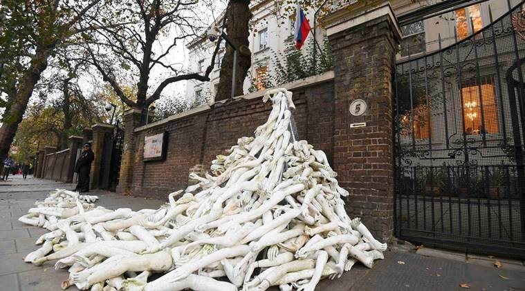 London, Perotest, aleppo attack, russian embassy, mannequins, world news, indian express