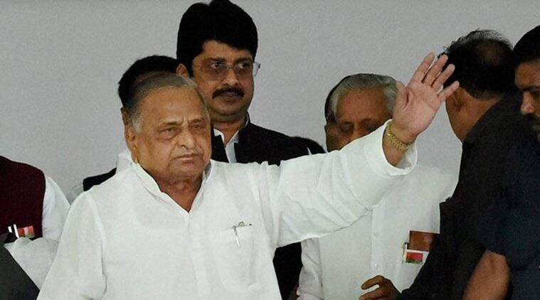 mulayam singh yadav, samajwadi party, mulayam singh, akhilesh yadav, shivpal yadav, sp meeting, akhilesh shivpal, ramgopal yadav, up elections, sp meeting up elections, sp clash, sp fighting, india news