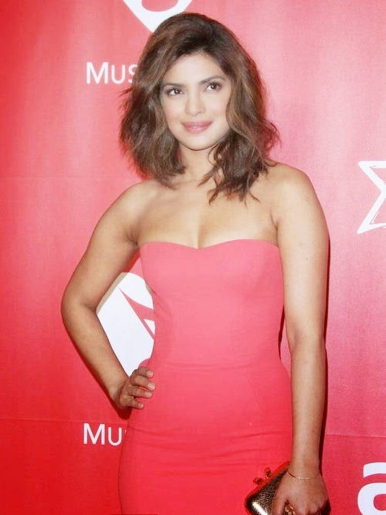 priyanka-chopra-at-musi-cares-person-of-the-year-awards-2015-photos-7