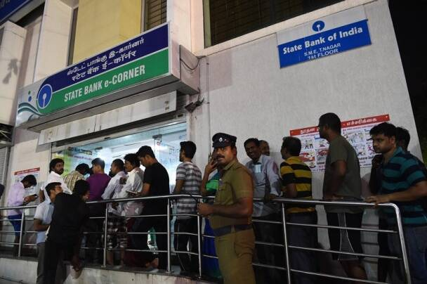 ATM queue photos, bank queues, photos, 500 rupees, 1000 rupees, demonetisation, currency exchange, India notes, India bank notes, news, latest news, India news, national news, images, pictures