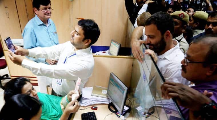 rahul gandhi, rahul banks, rahul bank queue, congress volunteers banks, rahul congress volunteers, demonetisation, notes ban, india news