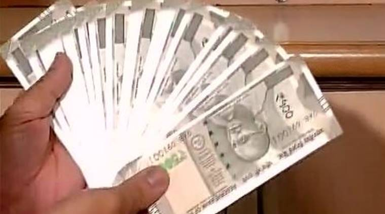 Delhi: New Rs 500 notes issued, SBI branch,Parliament street. (Source: ANI photo)