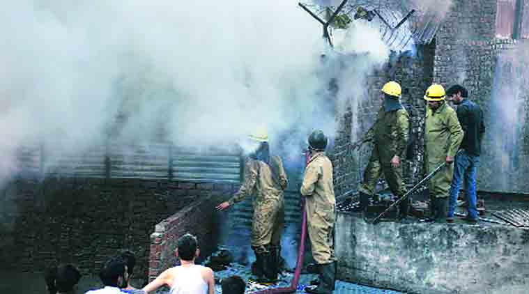adar bazar fire, delhi fire, delhi sadar bazar fire, sadar bazar, sadar bazar delhi fire, sadar bazar slums fire, sadar bazar slums, delhi news, indian express, india news