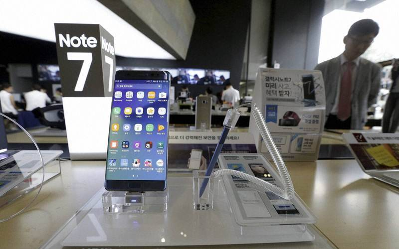 Samsung, galaxy note 7, greenpeace, note 7 environmental impact, galaxy note 7 discontinuation, galaxy note 7 recall, galaxy note 7 fires, galaxy note 7 explosions, samsung image, samsung CEO, smartphone, technology, technology news