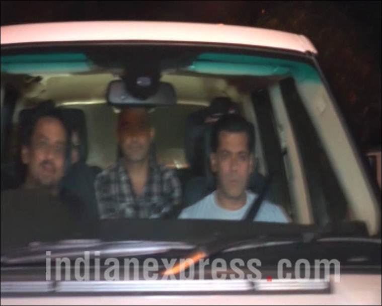 shahrukh-khan-host-grand-party-at-mannat-mp4-still010