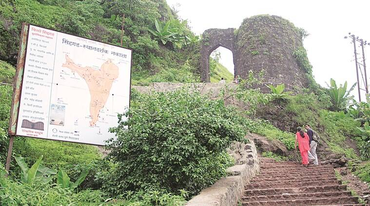 pune ,pune tourist spots, demonetisTION, NO MONEY, sinhagad fort, cash crunch, cashless economy, indian express news, india news, pune news