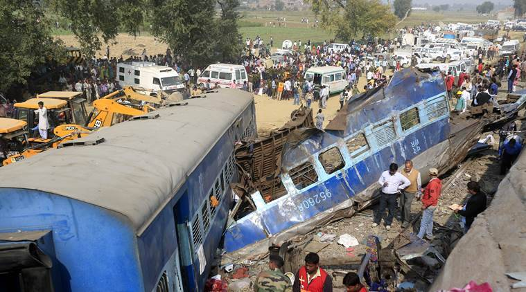 Kanpur train tragedy-rescue operations, rescue operations-Kanpur train tragedy, Kanpur train tragedy, Indore Patna express derailed, India news, Uttar Pradesh, UP news, Kanpur train accident, 130 dead-Kanpur train accident, India news, Indian express