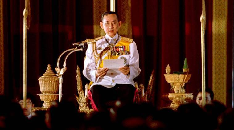 Thai King Bhumibol Adulyadej reads a statement convening Parliament in front of 391 newly elected members of parliament at Ananta Samakhom throne in Bangkok in this July 10, 1995 file photo. REUTERS/Apichart Weerawong/File Photo