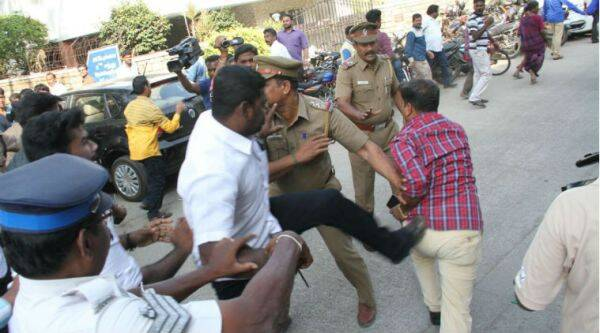 Clashes between rival groups were reported at the Nadigar Sangam meeting