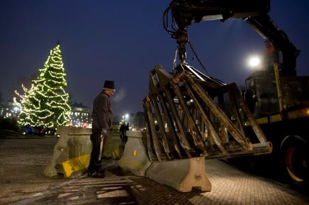 Christmas 2016: Lights, trees, fun! The preparations begin