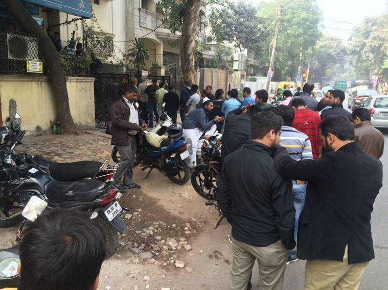Long ATM queue outside Canara bank in Chittaranjan park, south Delhi. (Source: Express photo)