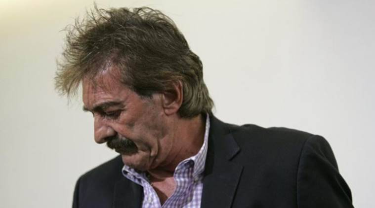 Former Mexico coach Ricardo La Volpe walks away after addressing the media in Zapopan. Argentine La Volpe was sacked as manager of Guadalajara on Wednesday following allegations he acted inappropriately towards a female staff member. (Source: reuters)