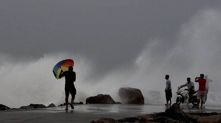 Super cyclone to hit india by 6 pm,air force  navy on alert