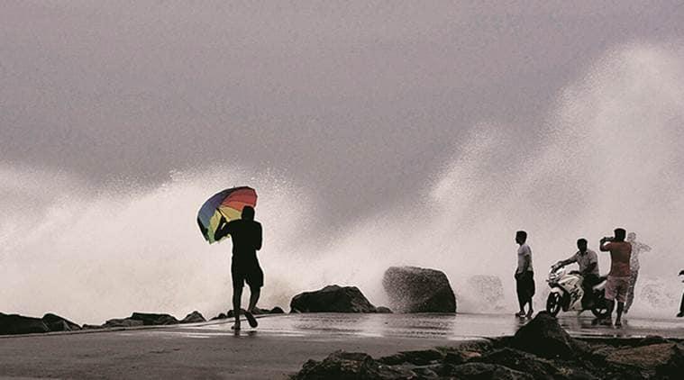 cyclone vardah, vardah, cyclone, tamil nadu cyclone, cyclone tamil nadu, cyclone in tamil nadu, rainfall in tamil nadu, cyclone in andhra pradesh, cyclone precautions in tamil nadu, India news, Indian Express
