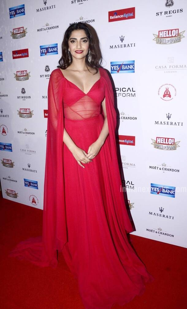 Deepika, Sonam, Amy, Sayani: Bollywood celebs who nailed plunging necklines in 2016