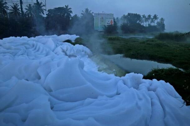 bengaluru froth, bengaluru foam, bengaluru pollution, bengaluru water pollution, varthur lake, belandur lake, bengaluru news, bangalore forth
