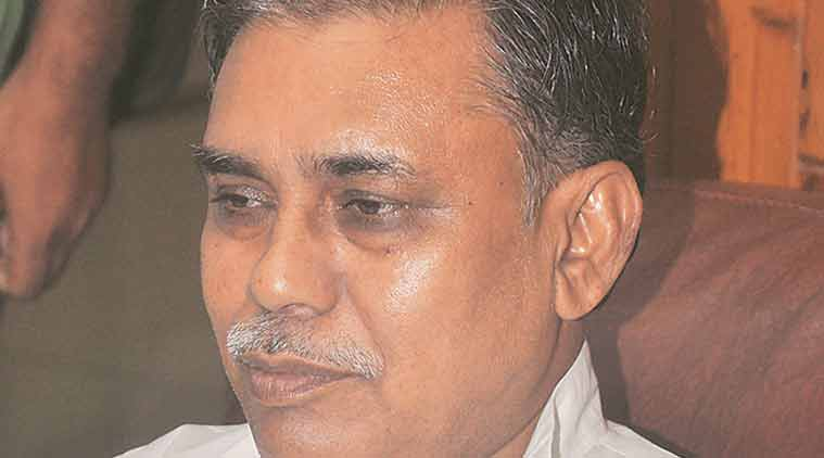 Gaya Charan Dinkar, BSP MLA Gaya Charan Dinkar, BSP MLA Dinkar, shoe hurled on Dinkar, note ban, criticising note ban, demonetisation, demonetisation crtiticism, BSP, Agra, Indian Express