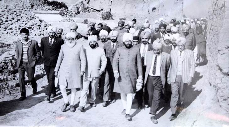 Visit of Giani Zail Singh to see 1971 war destruction at village Chinna Bidhi Chand.  (EXPRESS PHOTO BY RANA SIMRANJIT SINGH)