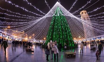 Christmas 2016: Lights, trees, fun! The preparations begin
