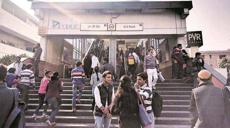 delhi metro, demonetisation, demonetisation effects, DMRC, Delhi metro demonetisation, cashless, delhi government, demonetisation impact, demonetisation cashless, cashless, delhi metro cashless, paytm, paytm payment, payment mode, currency demonetisation, dmrc, dmrc demonetisation, dmrc cashless, delhi government, narendra modi, queues, delhi news, indian express news