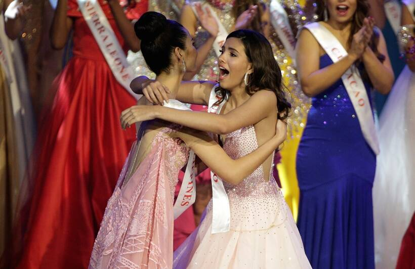 Stephanie Del Valle of Peurto Rico crowned Miss World 2016