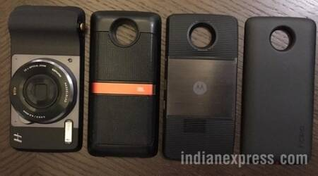 Moto Z now has two new mods: An Incipio car dock and a Mophie battery